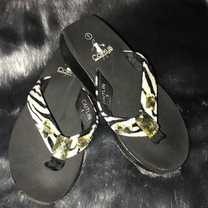 55d54f1255efe0 Girls jeweled flip flops Low wedge zebra size 1